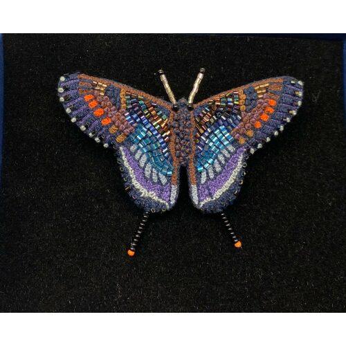 Håndlavet Broche Blå sommerfugl, sommerfuglebroche, smykker med, smykke med, sommerfugle, eksklusive smykker, specielle, særligt, håndlavey, kunst, kunsthåndværk, broche, naturen, insekter, gaveide, gave, særlig gave, ekstraordinær, smuk, smykker, biti, ribe, unika, one of a kind, limited edition, begrænset oplag, kunstrunden, ribe, vadehavet, nationalpark,