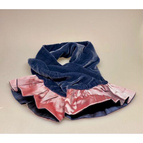 Kort Silkevelour tørklæde med flæse Lilla, rosa, lavendel, violblå, Kort Silkevelour tørklæde med flæse, kort, silketørklæde, silkevelour, velourtørklæde, blødt, lækkert, luksus, supersoft, blødt mod halsen, kradser, ikke, lille, feminint, thaisilke, velourtørklæde, flæser, flæsekant, vendbart, biti, ribe, unika, kunsthåndværk, eksklusivt, tilbud, billigt, one of a kind, specielt, biti, ribe, vadehavet, nationalpark, domkirken,