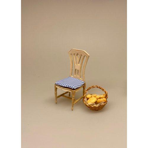 Miniature Køkkenstol med ternet sæde, køkkenstol, stol, polster, dukkehus, dukkehusmøbler, nissebo, tilbehør, til, nisser, dukkestuen, dukkestueting, dukkehusting, dukkehustilbehør, miniaturer, miniature, små, sætterhylde, legetøj, dukkemøbler, birgitte frigast, morgennisser, 1:12, biti, ribe,