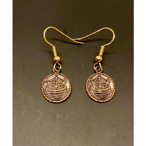 Bronze Ørehængere - Hedeby Mønter, Bronze Ørehængere - Ribemønt, mønt, numismatiker, bracteat, gammel, gamle, vikingfund, ribe, udgravninger, skat. sølvskat, hedeby, vikingetiden, vikingesmykker, vikingeøreringe, øreringe, hængeøreringe, ørehængere, bronze, gylden, kobber, kobberbryllup, kobbersmykker, nordiske, guder, mytologi, aser, odin, thor, ydun, idun, freja, frej, odinsmaske, fabeldyr, museumssmykker, museums, kopi, kopismykker, biti, ribe, ansgar, dronning, dagmar, vadehavet, riberhus, valdemar,