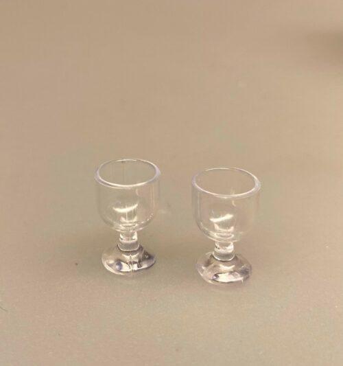Miniature Vinglas på fod klare, Miniature Glas på fod klare, glas, på fod, vinglas, service, dukkehus, dukkehustilbehør, nissetilbehør, nissedør, nissebo, sættekasse, sætterkasse, sættekasseting, amagerhylde, pynt, småt, dukkestue, tilbehør til, miniaturer, miniature, miniatyre, drikkeglas, biti, ribe
