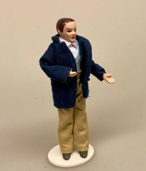 Dukke Mand - Frederik i marineblå jakke, dukkehus, dukke, tilbehør, mandedukke, dukkemand, dukkefar, far, miniature, 1:12, biti, ribe