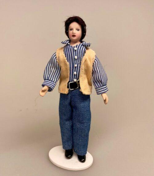 Dukke Mand - Jesper i stribet skjorte og vest, dukkehus, dukkehusdukke, dukkemand, far, dukkefar, dukkhustilbehør, ting til, tilbehør, miniature, 1:12, sangskjuler, gaveide, sjov, biti, ribe