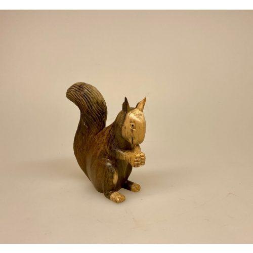 Egern - Håndskåret af træ - Mellem Gråbrunt, Egern - Håndskåret af træ - Stort Gråbrunt, Egern - Håndskåret af træ - Stort Brunt, egern, egernfigur, træegern, trædyr, træfigur, figurer, naturlig, skovens dyr, squirrel, naturen, flot, nordisk, kunsthåndværk, træskærearbejde, træsnit, udskåret, håndsnittet, håndlavet, biti, ribe, gaveide, lille, vaks