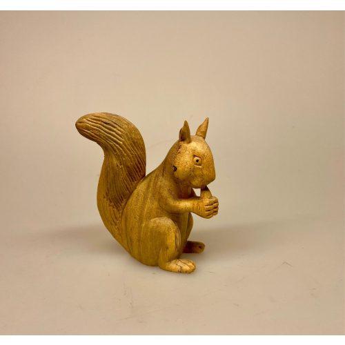 Egern - Håndskåret af træ - Mellem Gråbrunt,