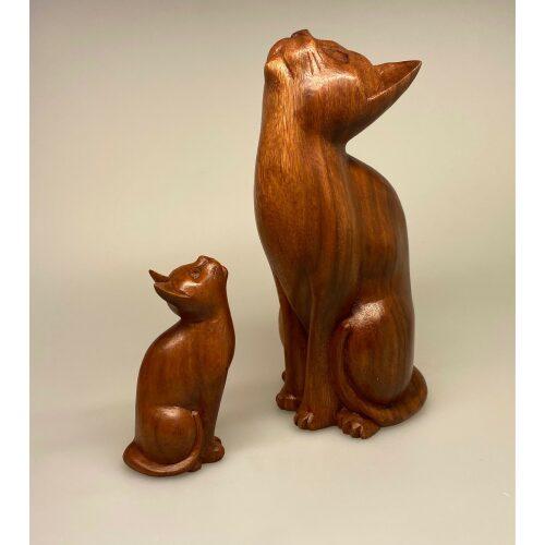 Kat - håndskåret - Kigge Op XL Brun, kattefigur, stor, naturlig, størrelse, naturtro, livagtig, flot, imponerende, gaveide, gave, katteejer, trækat, trækatte, kattefigur, kattefigure, kattefigurer, træsnit, træskærearbejde, snedker, kunsthåndværk, kunst, håndlavet, biti, ribe