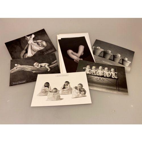 Kort pakke - Anne Geddes Fotokunst, børn, børnekort, billeder, anne geddes, fotografering, fotokunst, børnebilleder, postkort, barnedåb, dåb, barselsgave, baby shower, sort-hvid, fotos, biti, ribe