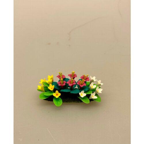 Miniature Bed med sommerblomster, garden, gartner, have, havearbejde, havearkitekt, blomster, sommerblomster, gavekort, symbolsk, gaveide, sangskjuler, haveentusiast, uddannet, landskabsarkitekt, planteskole, biti, ribe, miniaturer, dukkehus, ting til, tilbehør,