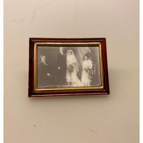 Miniature Billede Bryllupsfoto stort, fotografi, foto, fotograf, bryllup, bryllupsfoto, miniature, brudepar, bryllupsfotografering, dukkehus, dukkehuset, symbolsk, gave, gavekort, fotoudstyr, sangskjuler, konfirmation, bordpynt, pengegave, biti, ribe