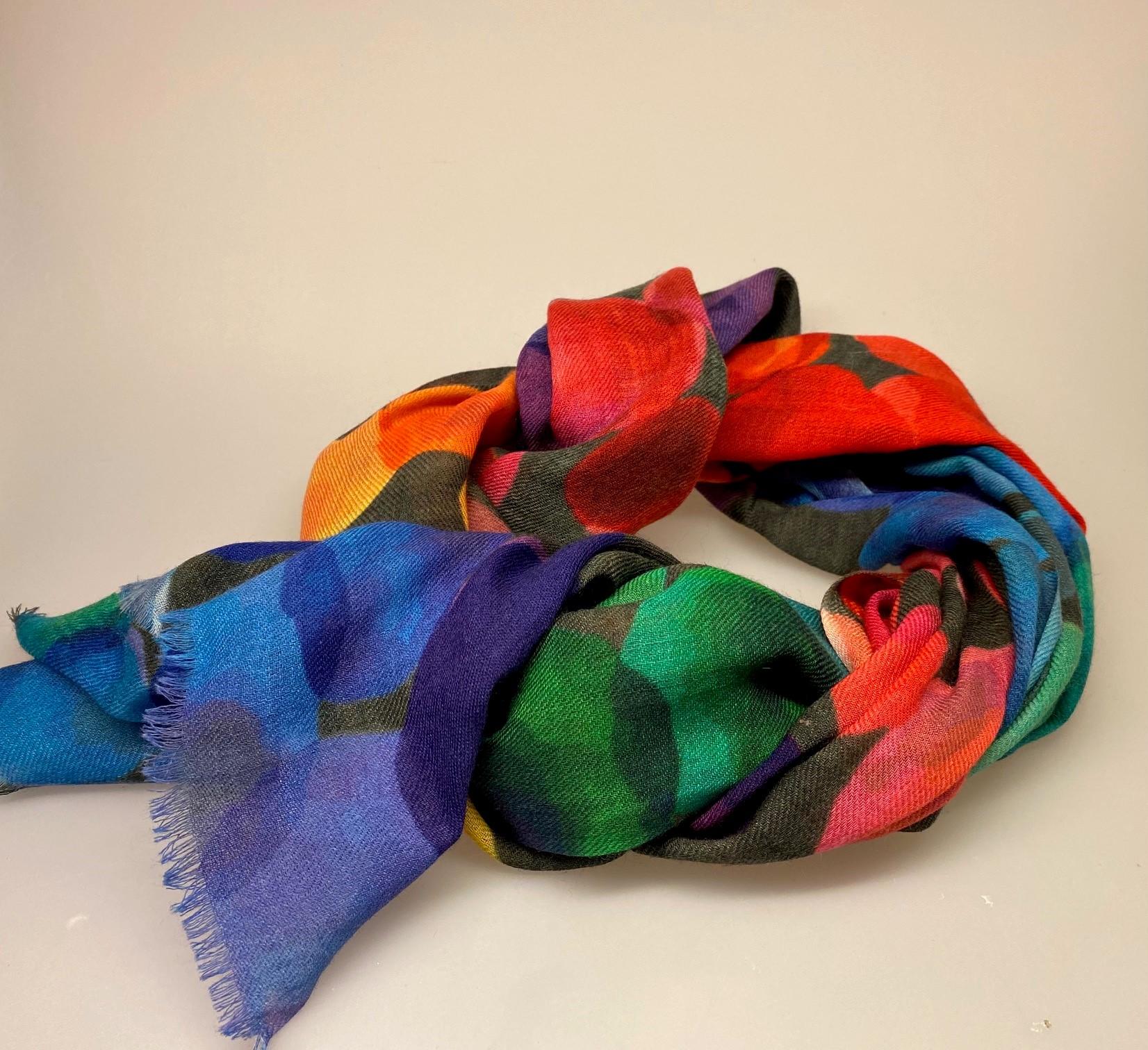 Tørklæde Let Vævet uld - Salto Tribeca, Tørklæde Let Vævet uld, kulørt, silke, uld, merinould, silke-uld, uld-silke, koloreret, regnbue, regnbuefarver, kulørt, farver, farverigt, lækkert, luksus, kradser ikke, farveglad, glade, kulører, friske, farver, stort, varmt, lunt, stola, over skuldrene, halstørklæde, tørklæde, gaveide, gaver, elegant, ekstravagant, fødselsdag, damer, lady, ladylike, chic, biti, ribe