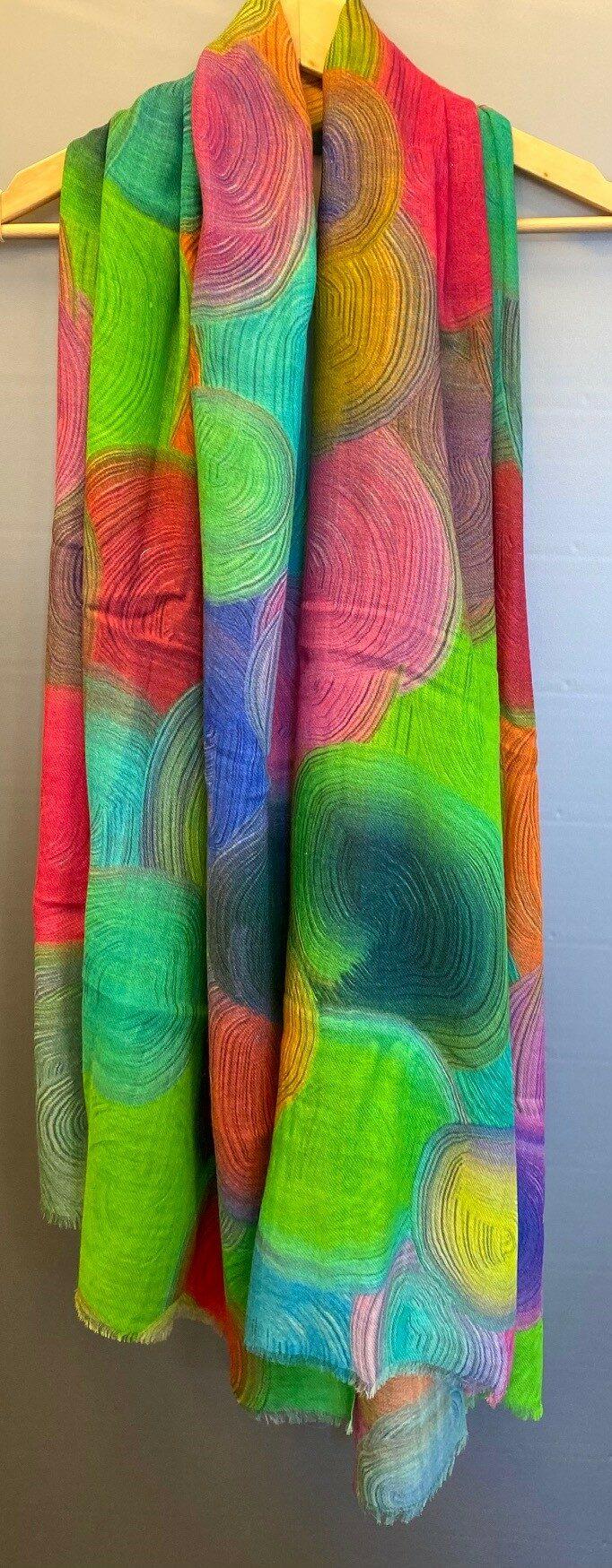 Tørklæde Let Vævet uld - Salto Yaren, kulørt, silke, uld, merinould, silke-uld, uld-silke, koloreret, regnbue, regnbuefarver, kulørt, farver, farverigt, lækkert, luksus, kradser ikke, farveglad, glade, kulører, friske, farver, stort, varmt, lunt, stola, over skuldrene, halstørklæde, tørklæde, gaveide, gaver, elegant, ekstravagant, fødselsdag, damer, lady, ladylike, chic, biti, ribe