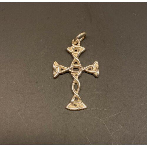 Vedhæng i sølv - Flet Kors lys sølv, Vedhæng i sølv - Keltisk Flet Kors, fletværk, fletkors, keltisk, ægte, sølv, sølvkors, vikingesmykker, fund, vikingefund, kopi, kopismykker, museumsfind, museumssmykker, evighed, uendelig, stort, smykt, lækkert, let, ribe, biti, konfirmation