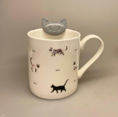 Holder til krus - Kat Grå, tepose, tebrev, holder til, beholder, utensilio, brugt tepose, småkage, kiks, kaffepause, tepause, eftermiddagste, afternoon tea, kaffehygge, hygge, smart, sjov, gave, gaveide, kat,