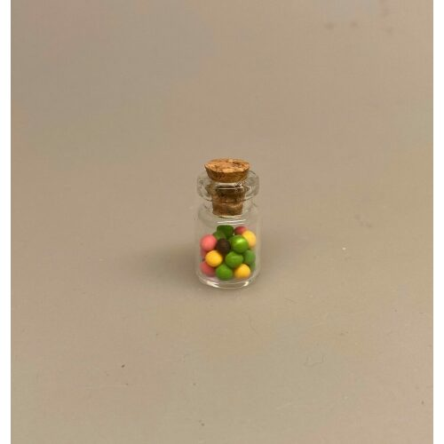 Miniature Glas med kulørte M & Ms, slik, slikbutik, snoller, dukkehus, miniature, legemad, dukkestue, tilbehør, nisse, til nisser, købmandsbutik, 1:12, biti, ribe