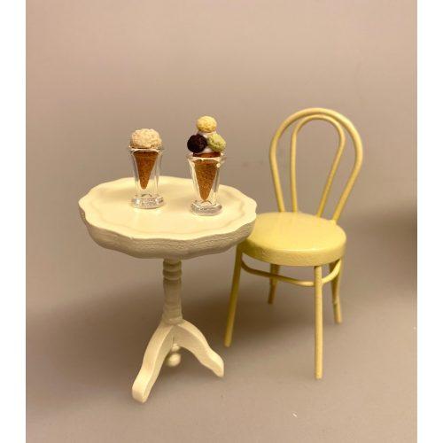 Miniature Glas mundblæst konisk, dessert, dessertglas, is, cafe, butik, dukkehus, tilbehør, ting til, dukkestue, biti, ribe