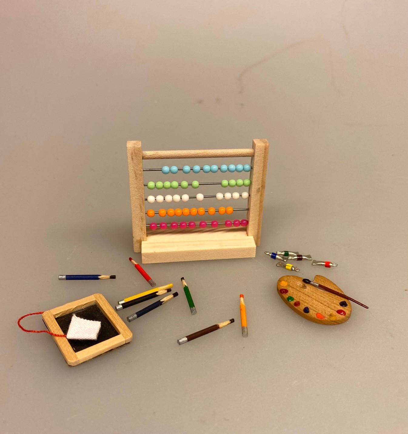 Miniature Kugleramme, abacus, lommeregner, regning, algebra, matematik, matematiklærer, skole, nyuddannet, færdig, børn, skole, skolebarn, skolestart, miniature, sangskjuler, symbolsk, gaveide, gavekort, biti, dukkehus, børneværelset, dukkehusting, dukkehus, tilbehør, 1:12,