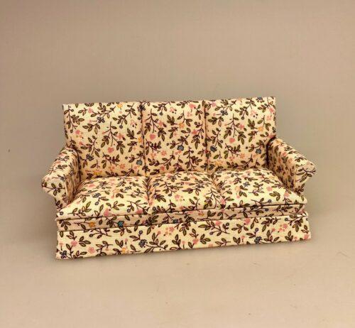Miniature Sofa polstret med blomster, dukkehus, dukkehuset, dukkemøbler, dukkehusmøbler, sofa, mini, miniature, polster, polstret, sommerhus, sommerlig, fin, feminin, sød, liberty, blød, morfar, middagslur, sove til middag, middagslur, lille lur, en på øjet, sangskjuler, blomster, ny sofa, gavekort, symbolsk, gave, til, gave, gaveide, pengegave, dukkemøbler, biti, ribe,