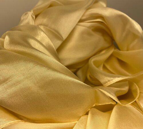 Silketørklæde Pongé 1410 XL - Natur, creme, cremefarvet, lysegul, strågul, korngul, elfenben, æggeskalsfarvet, eggshell, eggnog, silke, silketørklæde, stort, ensfarvet, lyst, blankt, stort, lækkert, stola, ren, silke, 100%, let, eksklusivt, luksuriøst, stola, biti, ribe