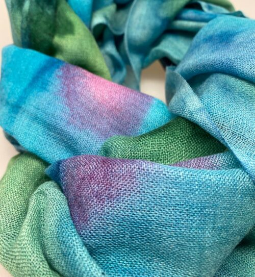 Tørklæde Let Vævet uld - Djian Koloreret Turkis/Grøn/Lilla, 1731-E, Tørklæde Let , ren, natur, naturlige, materialer, uld, blødt, blød, kradser ikke, lunt, elegant, lækkert, super, kvalitet, soft, silke, uld-silke, luksus, sjal, stola, fest, tilbehør, over skuldrene, kjole, havfarver, blå, turkis, dansk, design, gave, gaveide, fødselsdag, biti, ribe