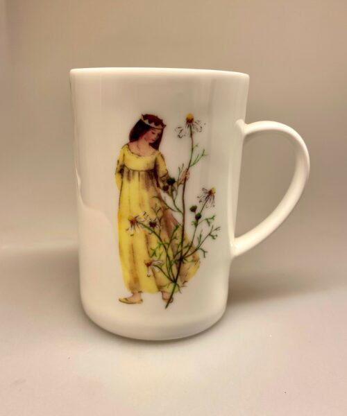Ben Porcelæn krus - Min Yndlings kop - Kamille prinsesse, blomsteralf, alf, blomsterfe, kamille, kamilleblomst, dronning, prinsesse, blomst, gul, margurit, margerit, ben porcelæn, porcelæn, kaffekop, kaffekrus, konfirmation, konfirmand, gave, gaveide, personlig, smuk, yndig, fin, te, tekop, the, tekrus, tedrikker, kakao, biti, ribe, yndig,