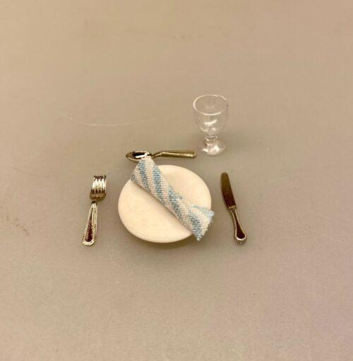 Miniature Bestik - Kniv Gaffel & Ske sølv til 2, ske, gaffel, kniv, bestik, knive, skeer, gafler, service, dukkehus, ting, til, tilbehør, nisser, nissebo, nissehus, nissedør, julekalender, miniature, dukkehusting, dukkehustilbehør, 1:12, sætterkasse, sættekasse, biti, ribe, dukkestue