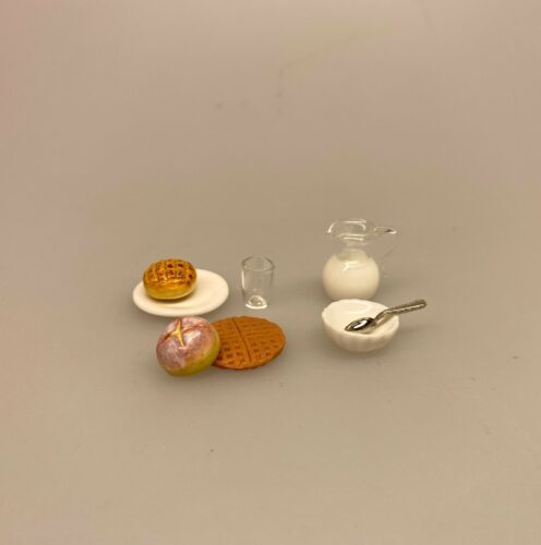 Miniature Hvid Riflet skål porcelæn, lillebitte, bittelille, skål, dyb tallerken, mini, miniaturer, service, dukkeservice, tilbehør, ting til, dukkehuset, sætterkassen, sættekasse, nisser, nissedør, nissehus, nissebo, riflet, royal copenhagen, 1:12, dukkehusting, dukkehustilbehør, sangskjuler, sjov, tale, symbolsk, gave, gaveide, pakkekalender, julekalender, jul, dukkestue, biti, ribe, brunch, morgenmad, morgenplatte, gavekort,