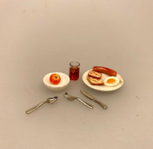 Miniature Tallerkener 2 stk. Hvid porcelæn, Miniature Hvid Riflet skål porcelæn, lillebitte, bittelille, skål, dyb tallerken, mini, miniaturer, service, dukkeservice, tilbehør, ting til, dukkehuset, sætterkassen, sættekasse, nisser, nissedør, nissehus, nissebo, riflet, royal copenhagen, 1:12, dukkehusting, dukkehustilbehør, sangskjuler, sjov, tale, symbolsk, gave, gaveide, pakkekalender, julekalender, jul, dukkestue, biti, ribe, brunch, morgenmad, morgenplatte, gavekort, æg og bacon, leberkäse, skinke, spejlæg