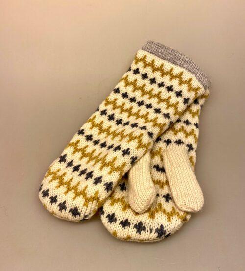 Strikkede luffer uld med foer og mønster - Alva Sennep, Strikkede luffer uld med foer og mønster - Alva natur, mønster, strik, mønsterstrik, strikvanter, strikluffer, vanter, handsker, luffer, vintervanter, vinterluffer, varme, bløde, foer, forede, vinter, efterår, tilbehør, varme hænder, cykler, gave, gaveide, nyhed, dansk design, håndstrikkede, lækre, smarte, pige, dame, fine, nordiske, norske, uld, merinould, biti, ribe, flotte, moderne, hipster, cool